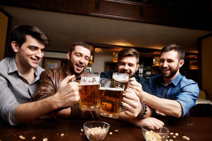 Выпивающая компания
