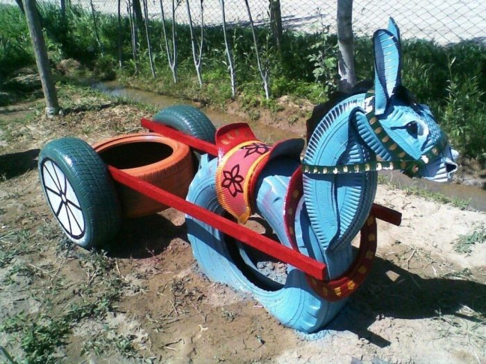 ослик с повозкой из шин