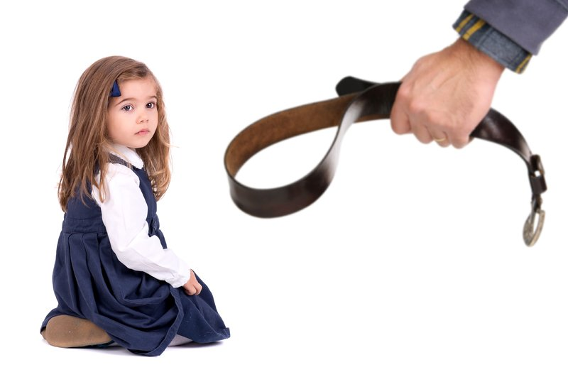 Насилие над детьми в семье: 5 причин и необходимая помощь