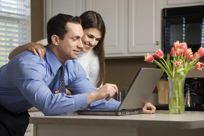 Муж и жена работают
