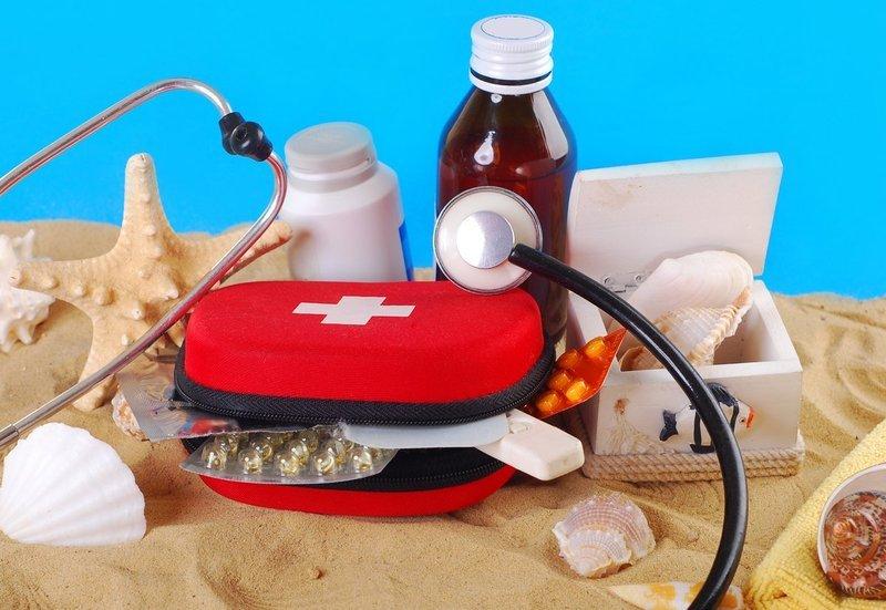 Аптечка в отпуск на море: что нужно взять и что нужно знать