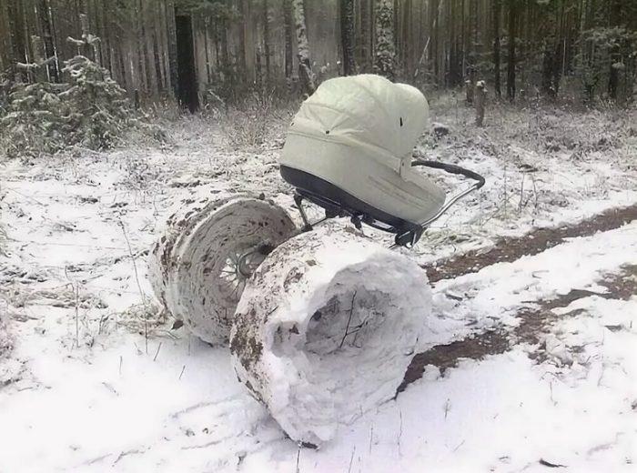 коляска со снегом на колесах
