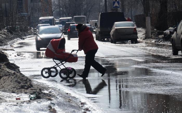 перебегать дорогу с коляской