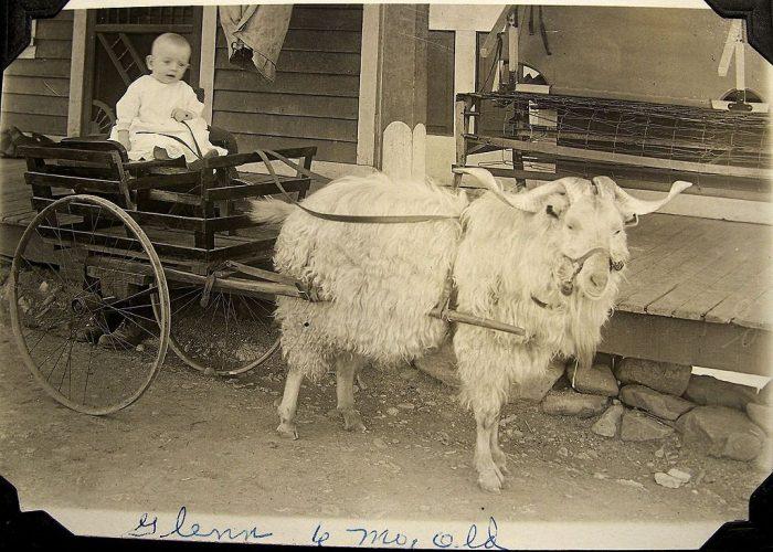 старинная детская коляска 3