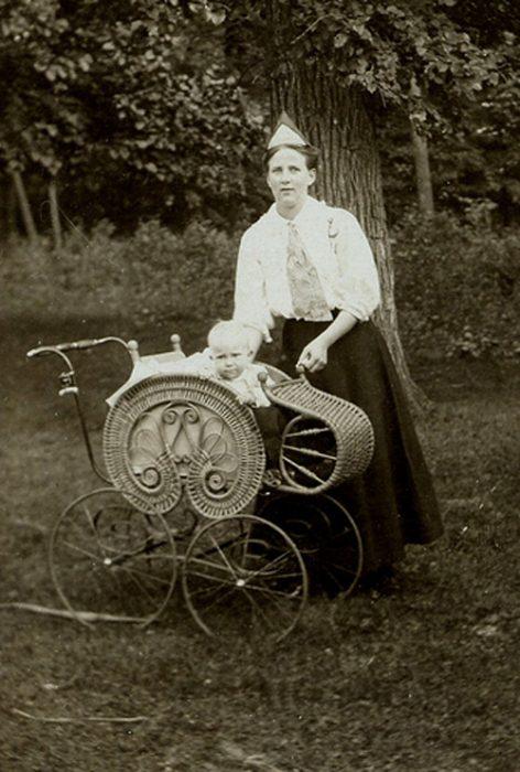 старинная детская коляска 5