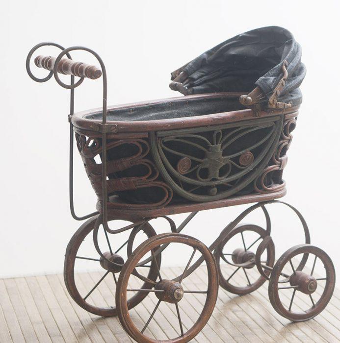 старинная детская коляска-люлька