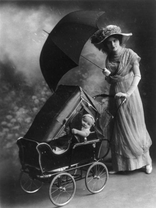 старинная детская коляска 8