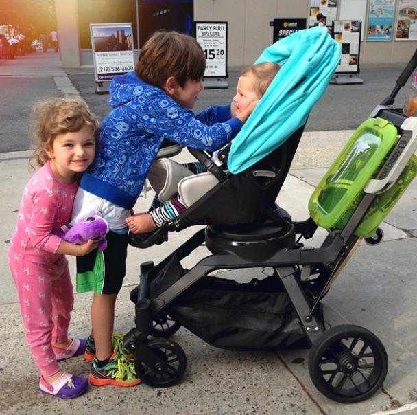 современная детская коляска 2