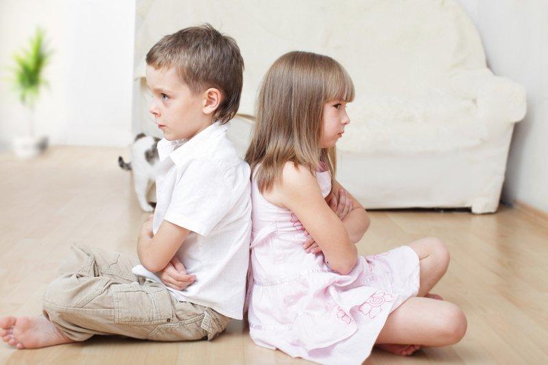 Как снять ревность между детьми в семье: 10 типичных ситуаций с решениями