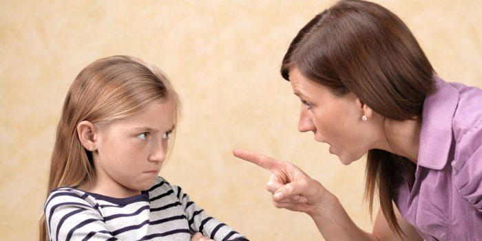Мама угрожает дочке