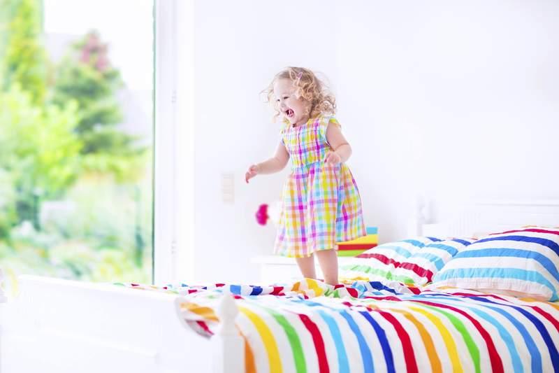 Как охладить детскую комнату летом без кондиционера