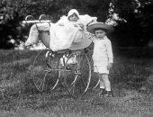 старинное фото дети в коляске