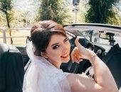 невеста подмигивает