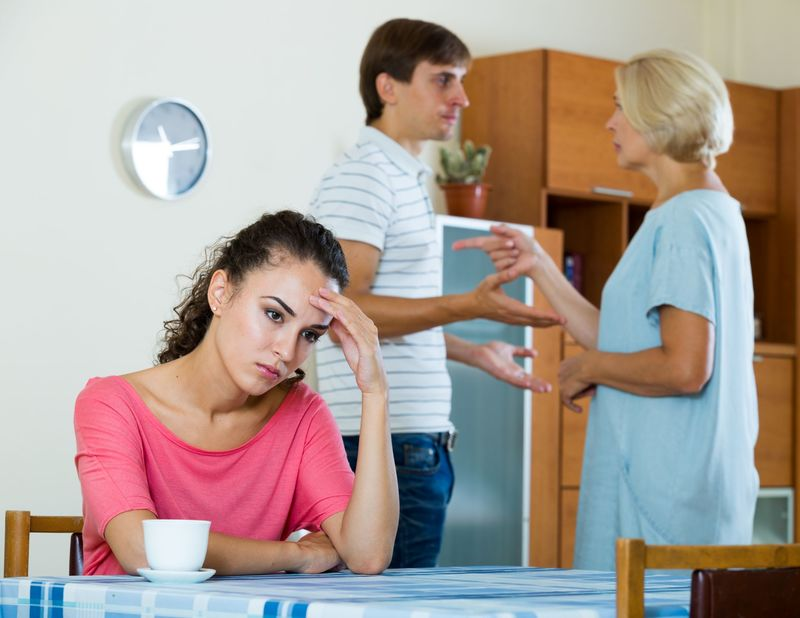 Война за мужа: свекровь постоянно просит помочь по мелочам