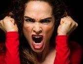 женщина злится