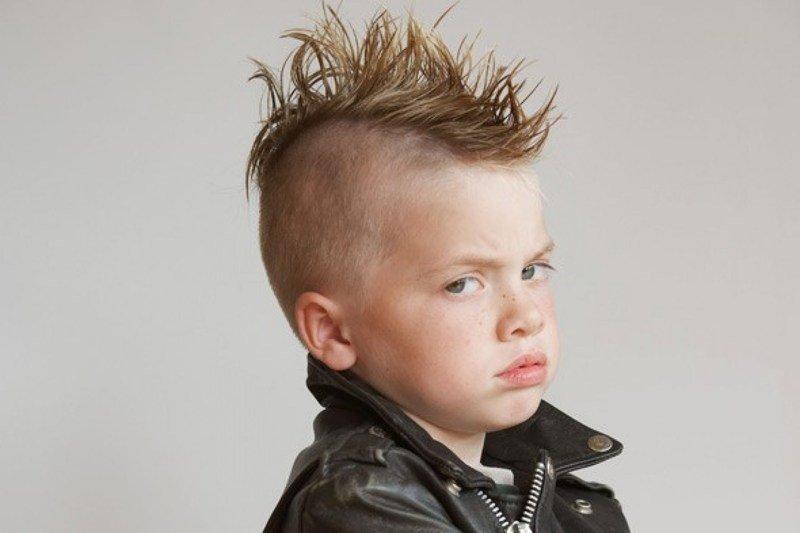 Ребёнок говорит «ненавижу» на всё подряд: родители упустили?