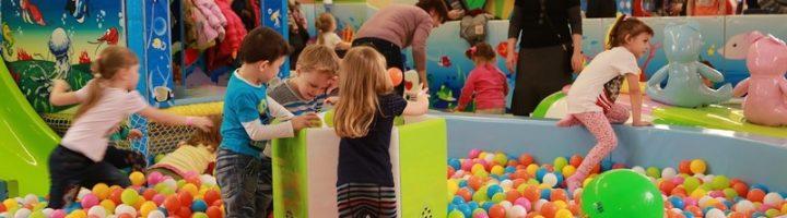Детские игровые комнаты удобны для многих родителей, но для ребёнка они могут представлять массу потенциальных опасностей.