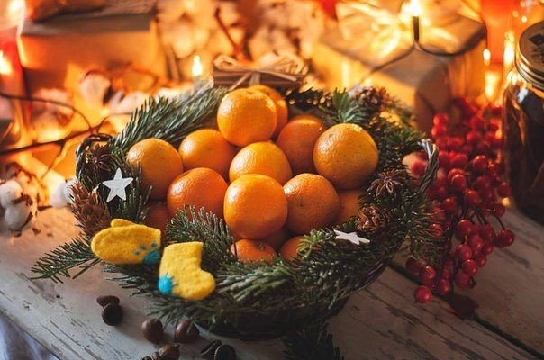 Новогодняя корзинка с мандаринами