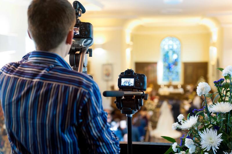 Чтобы свадьба прошла идеально: какие вопросы задать ведущему и фотографу