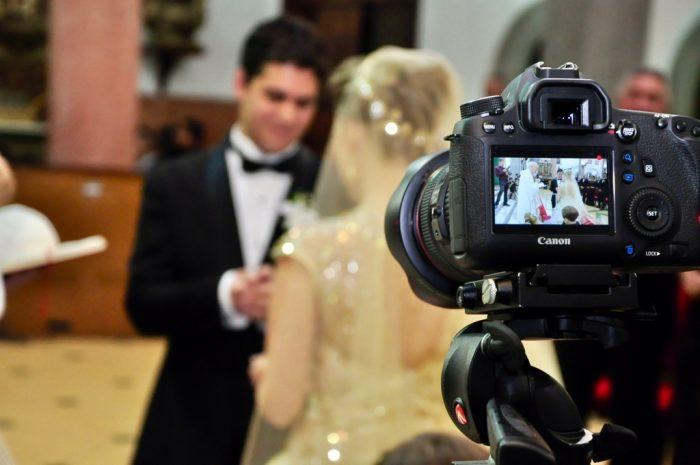 Свадебный фотограф за работой