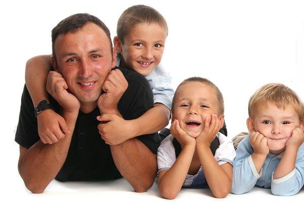 Отец с тремя сыновьями