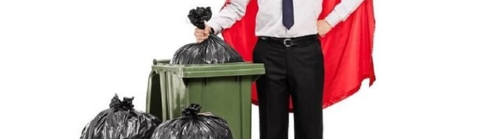 С выбрасыванием мусора связано очень много примет и суеверий.
