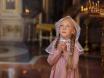 девочка в накидке в храме