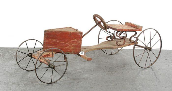 педальный автомобиль из дерева