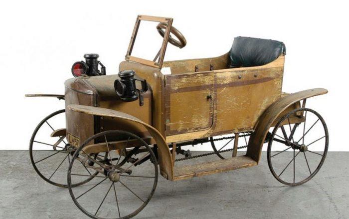 педальный автомобиль-экипаж