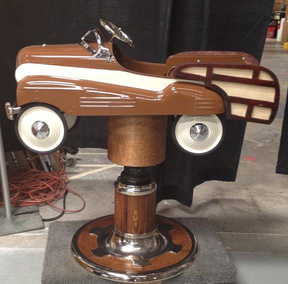 детские кресла в парикмахерских в виде педальных машинок