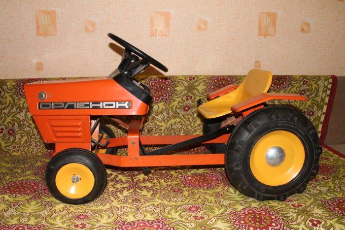 Педальный трактор Орленок