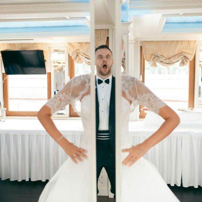 невеста и жених в зеркалах