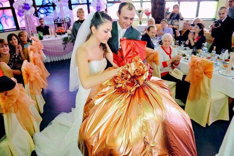 Прикольные подарки на свадьбу: когда не хочется дарить банальности