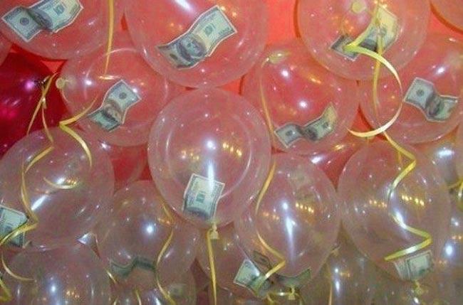 Воздушные шарики с денежными купюрами внутри