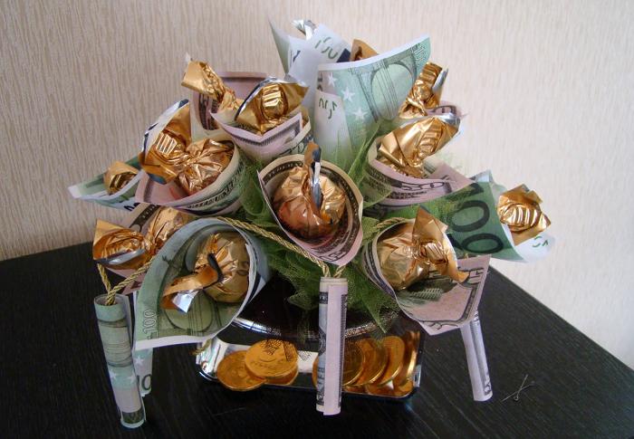 Букет из конфет и денежных купюр