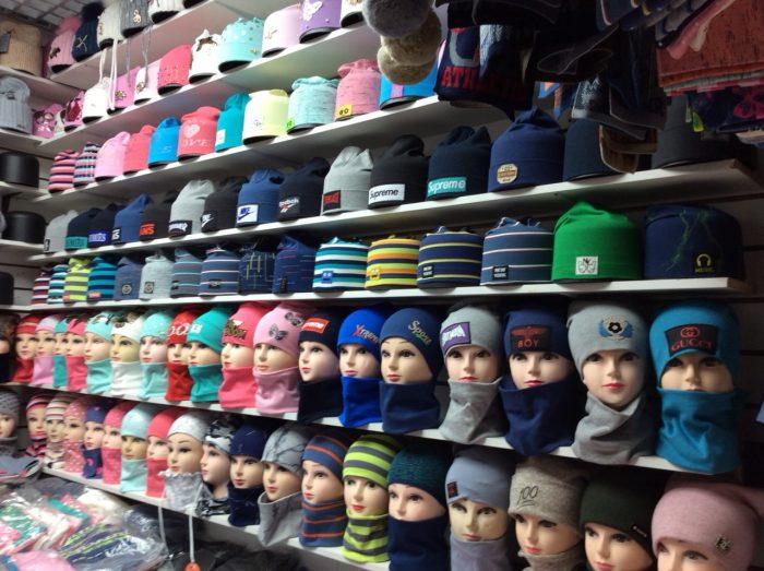 Рынок с шапками