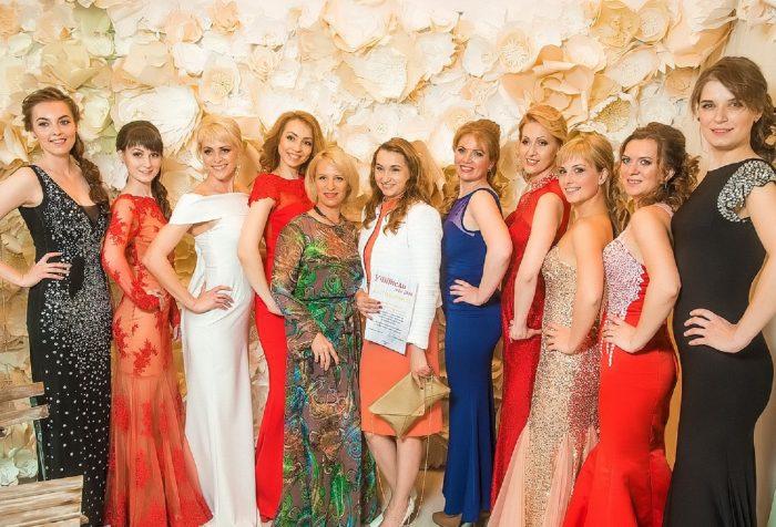 Анна Давыдан с другими участницами проекта