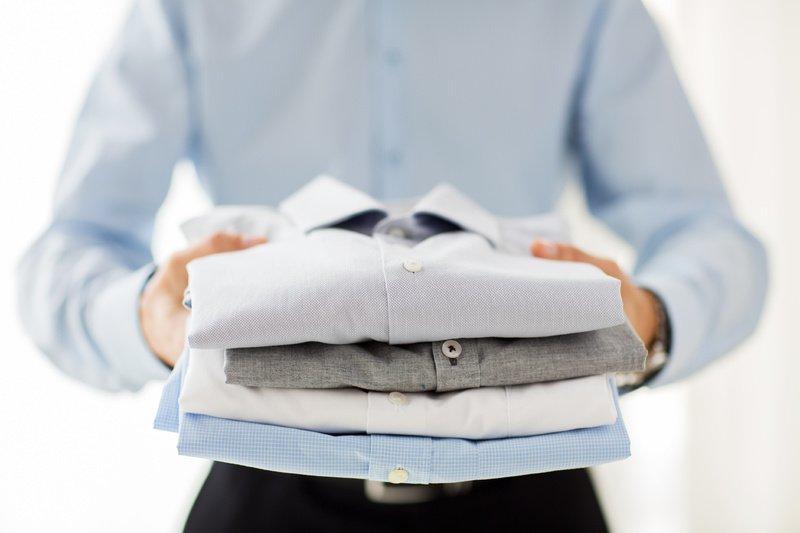 3 элементарных способа сложить рубашку так, чтобы она не мялась