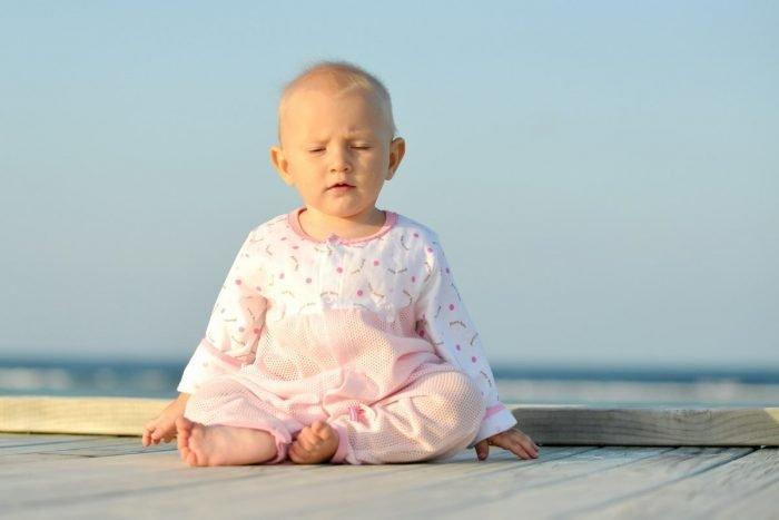 Ребёнок медитирует