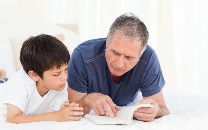 Отец беседует с сыном