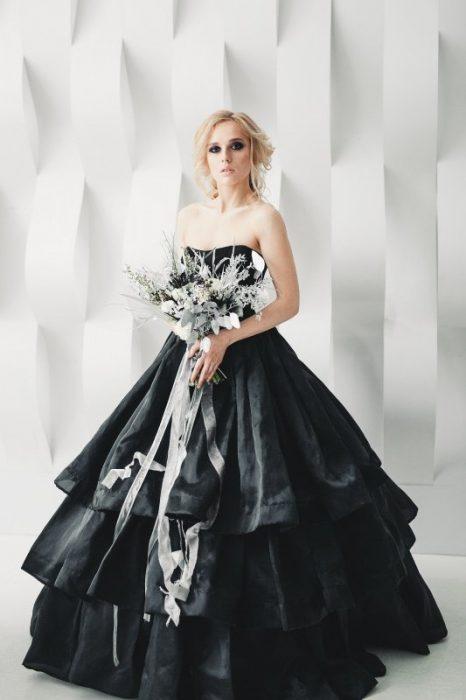 черное свадебное платье из органзы