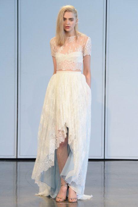 кружевной топ и юбка маллет на невесте