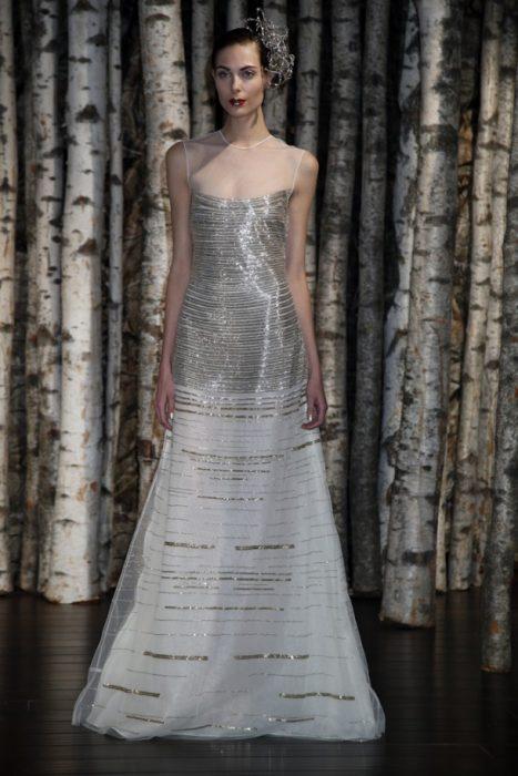 свадебное платье с золотыми и серебристыми пайетками
