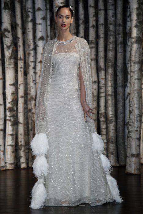 свадебное платье из серебрящейся вязаной сетки