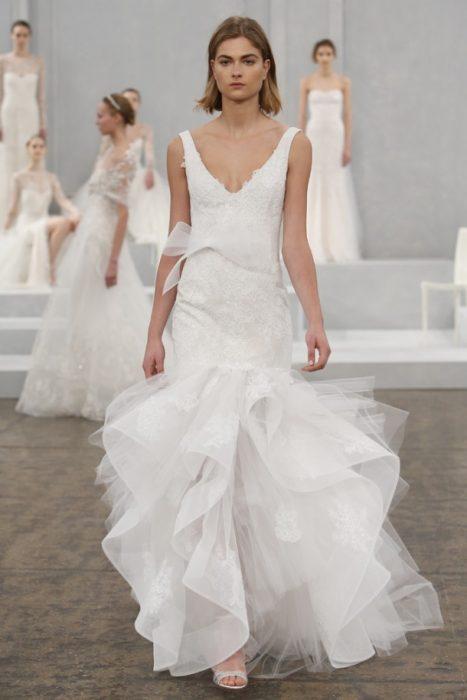 свадебное платье с драпировкой на подоле