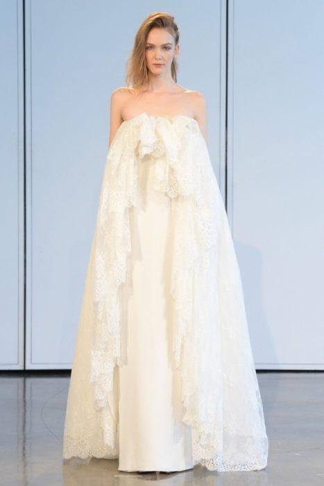 свадебное платье с голыми плечами на резинке