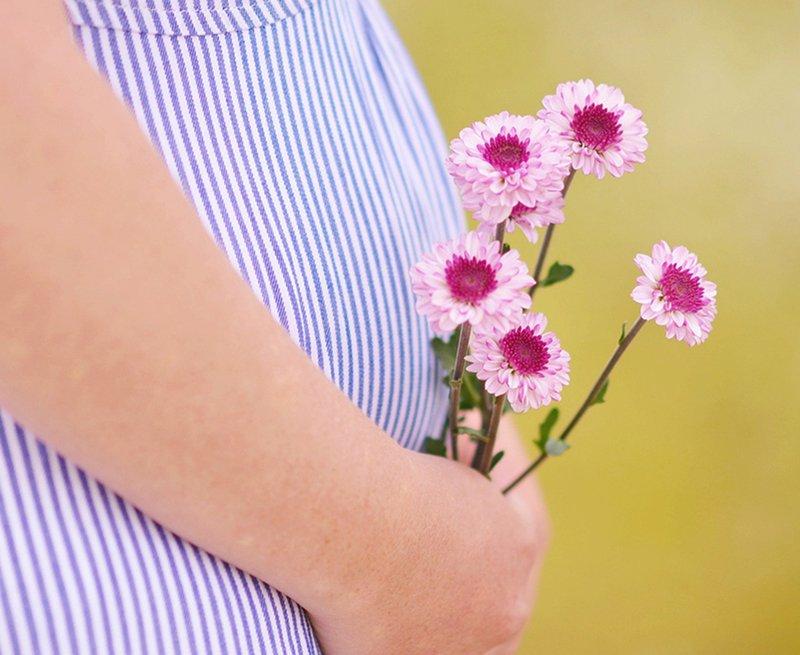 Опускается живот: как это связано с родами