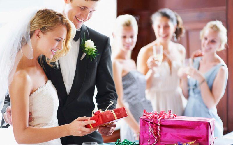 ТОП-15 самых бесполезных и неуместных подарков на свадьбу