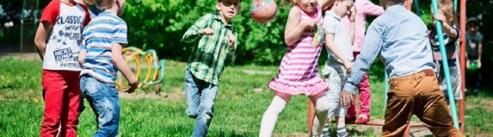 Без гуляния во дворе у ребёнка не будет полноценного детства.