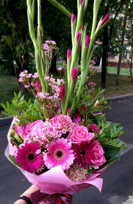 букет на 1 сентября в розовых тонах